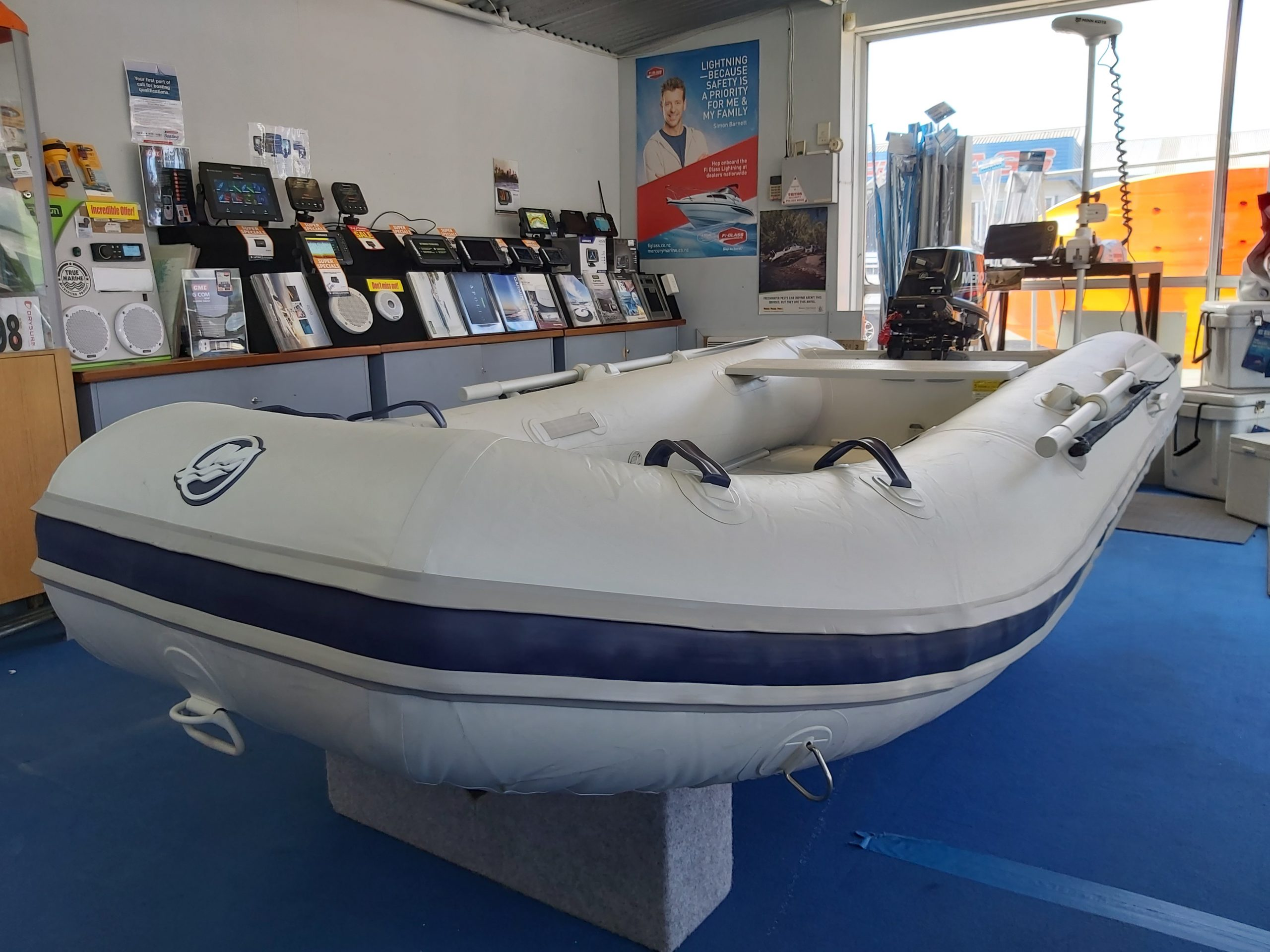 "320 Sport ""Sail Away"" Package"